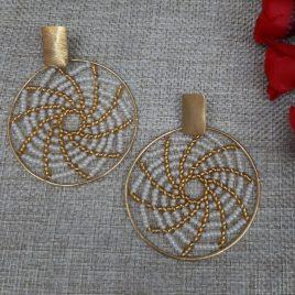 Aretes de bronce hecho a mano